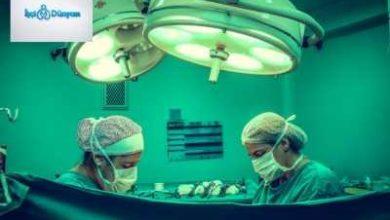 ameliyat yapan iki doktor